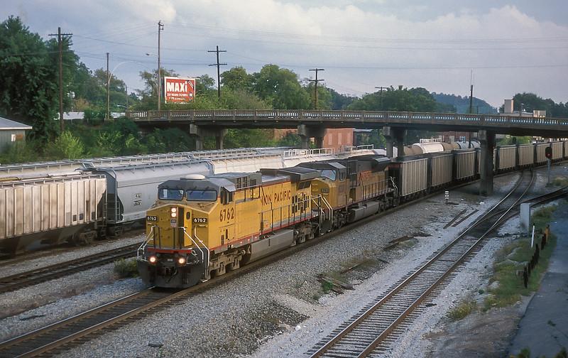 UP 6762 + 8220 Dalton 27 September 1999
