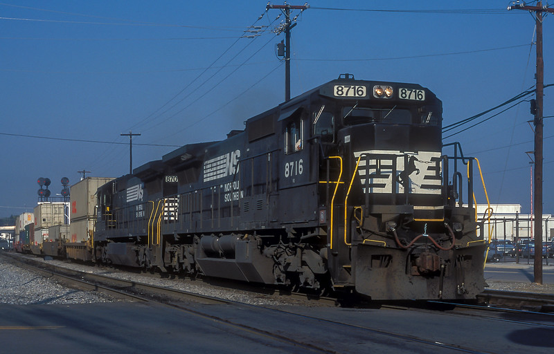 NS 8716 + 8702 Roanoke 7 October 1994