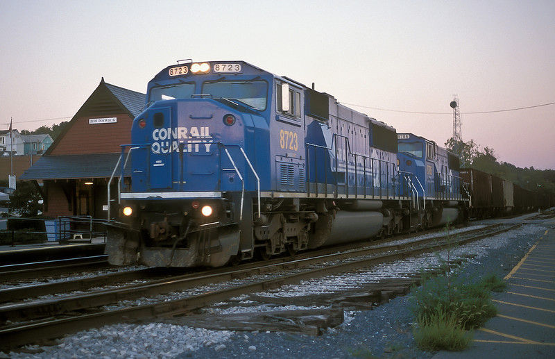 Still in Conrail livery but with their CSX numbers SD70 8723 and 8785 take a set of coal empties through Brunswick late in the evening of 1 October 1999