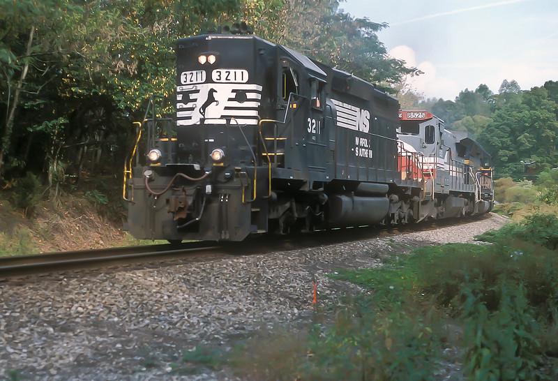 NS SD40-2 3211, LMX B39-8 8525 and MK SD45 9025 pass Dearmond on 28 September 1999