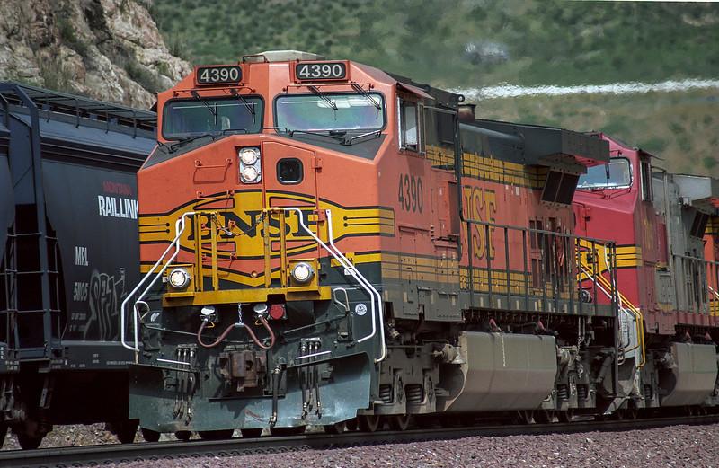 BNSF4390 SwarthoutCanyonRoad 16 March 2005