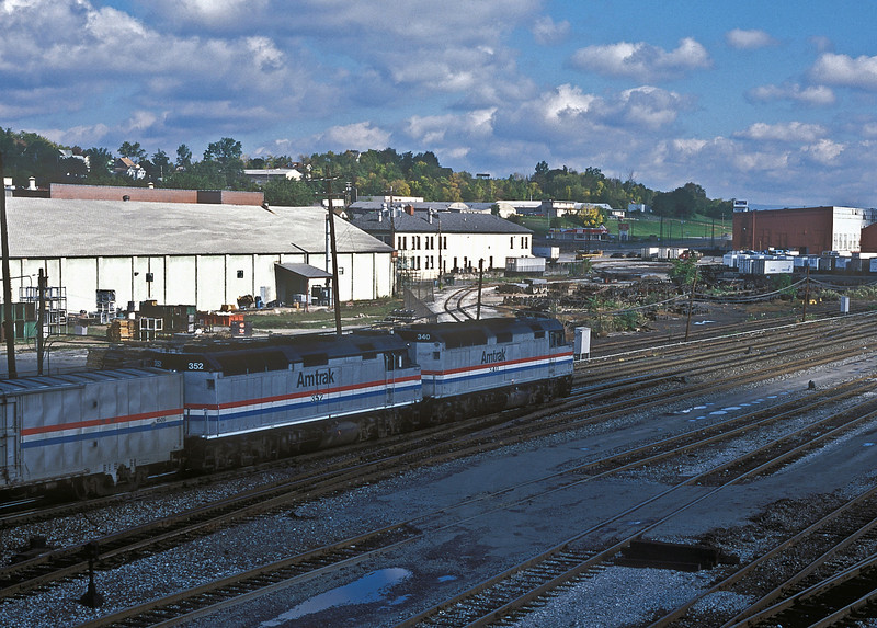 Amtrak F40PH 340 and 352 head away from Altoona with the eastbound 'Broadway' on 2 October 1994