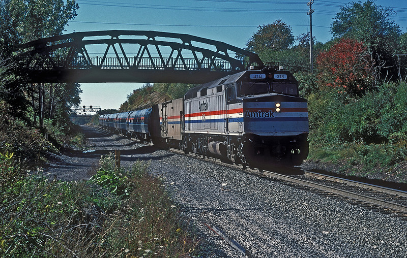 Amtrak F40PH 318 drops down 'The Slide' at Gallitzin with an eastbound on 2 October 1994