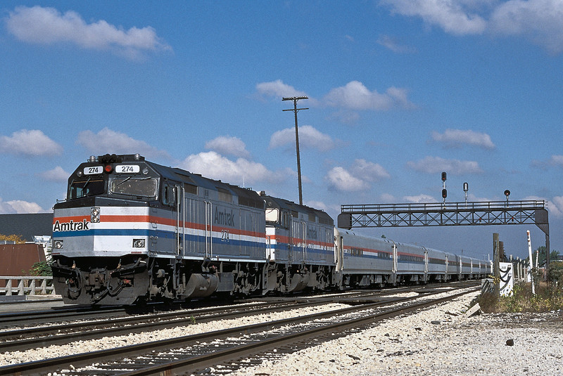 Amtrak at Joliet as F40PH 274 and 372 head south with 'The Anne Rutledge' on 14 October 1994