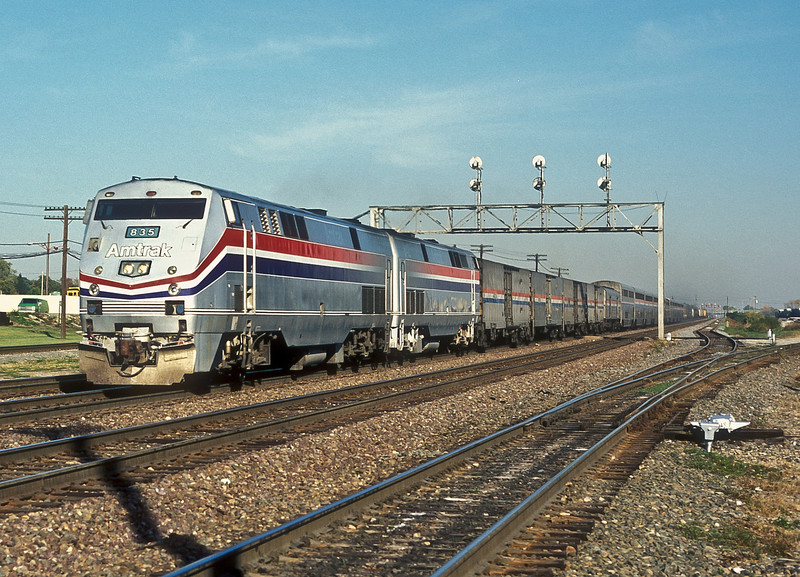 Amtrak B40-8PH 835 and 842 rush through the centre road at Eola with the 'Empire Builder' on 12 October 1994