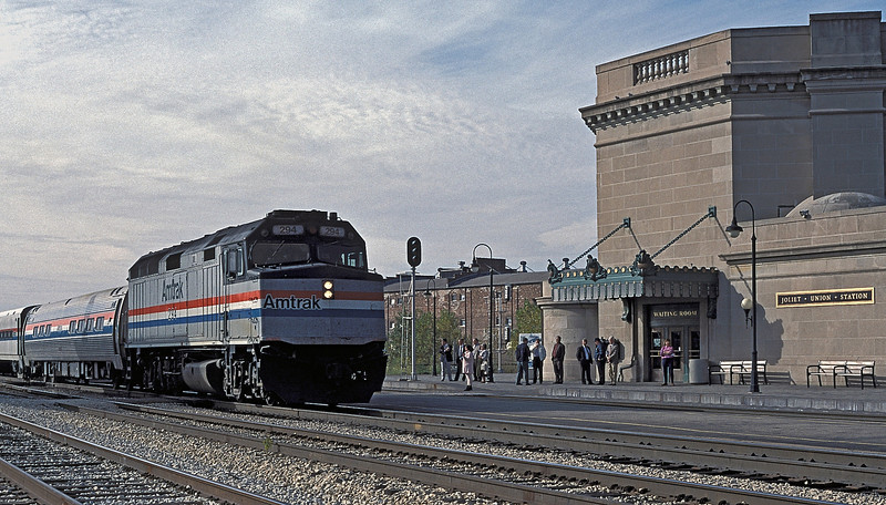 Amtrak F40PH 294 arrives at Joliet Union Station on 13 October 1994 with the northbound 'State House'
