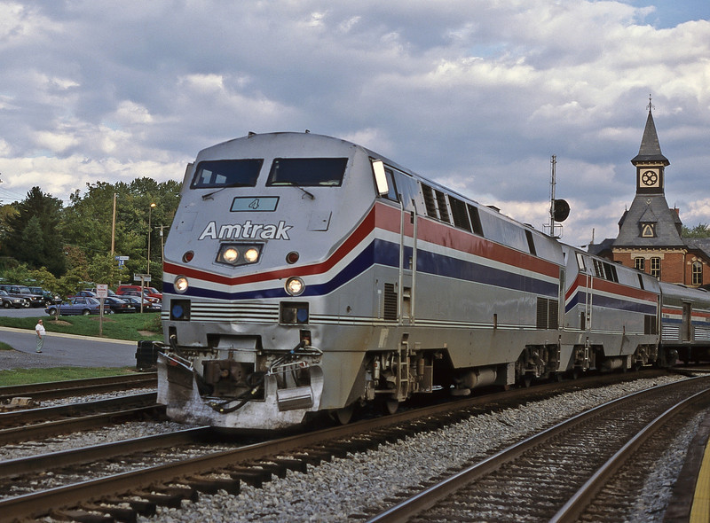 Amtrak train 29, 'The Capitol', passes through Point of Rocks on its westbound run to Chicago behind B42-9PH 4 and 44 on 6 October 1999