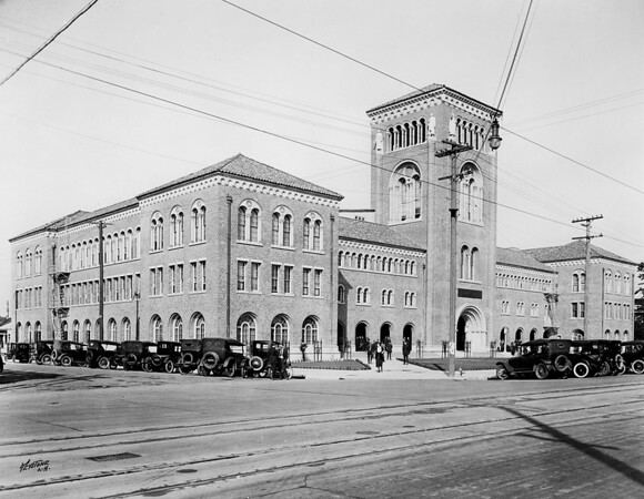 Exterior view of the Bovard Administration building at the University of Southern California, [s.d.]