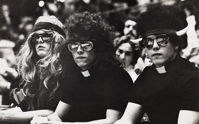 Students wearing wigs, University of Southern California, 1982