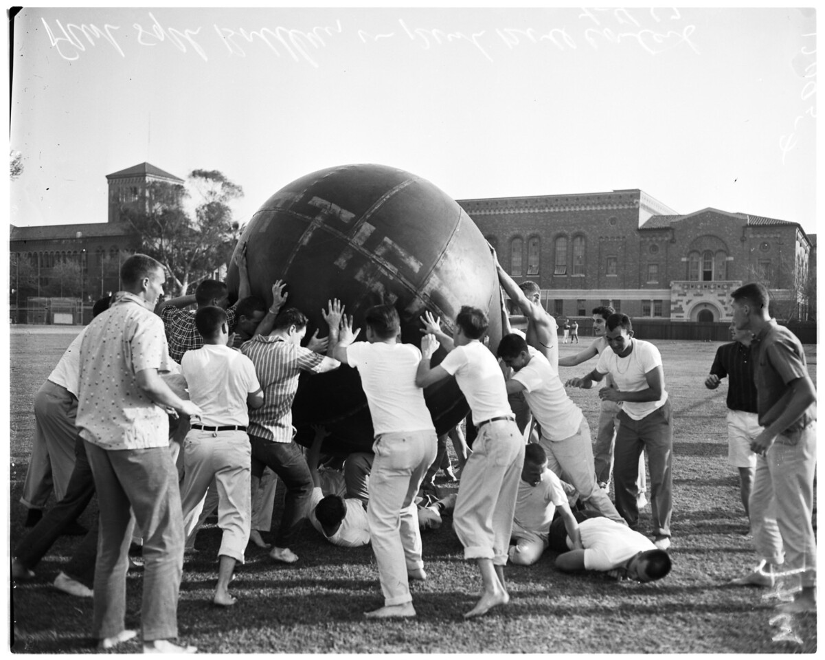 Frosh-Soph brawl at University of Southern California (General views), 1957