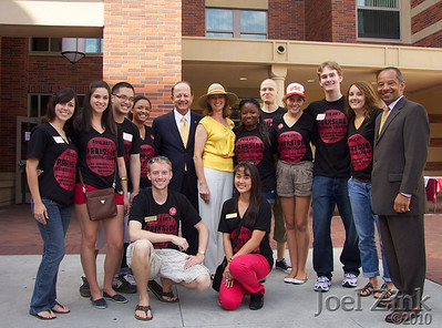 USC President Max Nikias and first lady visit USC residence halls during Move In Day on August 18, 2010