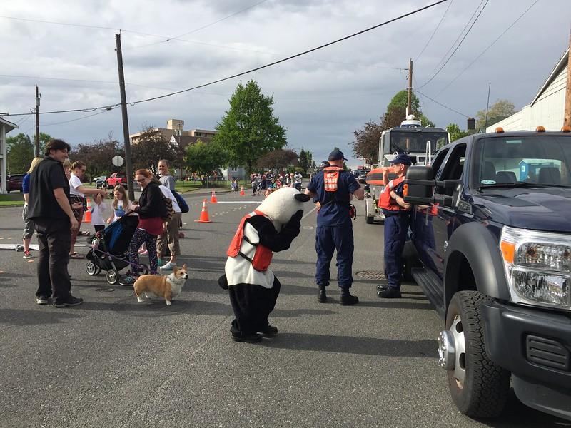 Corgi didn't want Panda approaching his family