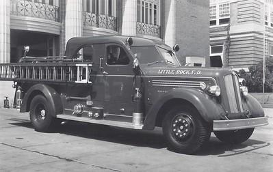 LITTLE ROCK FD  ENGINE 1 1949 SEAGRAVE   1000-100     DICK ADELMAN PHOTO