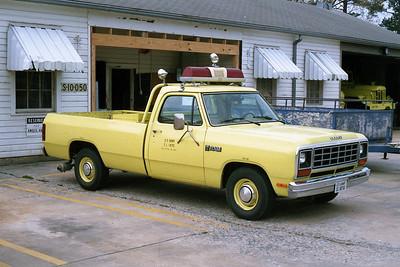 PINE BLUFF ARSENAL FD AR  UTILITY 45  1982  DODGE RAM 4X4 PICKUP