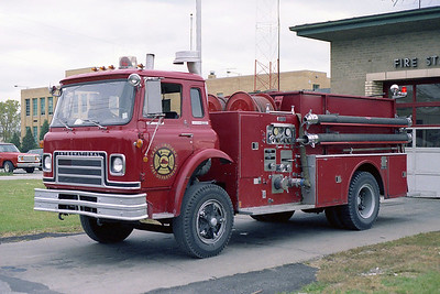 GARY FD IN  ENGINE 9  IHC CARGOSTAR - WLF