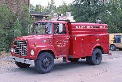 GARY FD IN  RESCUE 1  FORD L800 -