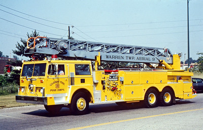 WARREN TOWNSHIP FD - INDIANAPOLIS IN  LADDER 9    1972  IHC - HOWE - GROVE   1500-100-100'