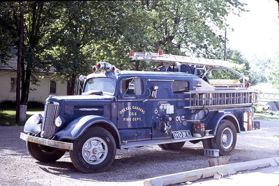 WAYNE TOWNSHIP FD -INDIANAPOLIS IN  ENGINE 6  1948 WHITE - HOWE  500-500   DON FEIPEL PHOTO