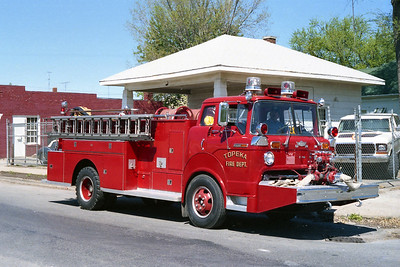 TOPEKA FD KS  ENGINE 3X  1975  FORD C - AMERICAN   750-500   FRONT MOUNT