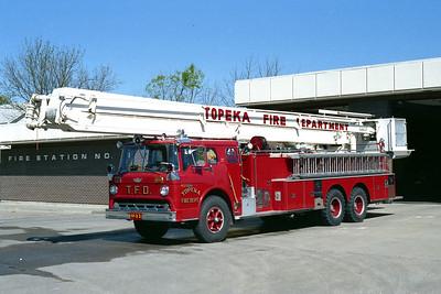 TOPEKA FD KS  TRUCK 11   1972 FORD C - AMERICAN  75'