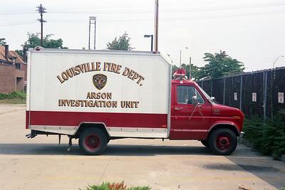 LOUISVILLE FD KY  ARSON UNIT 305  CHEVY - FD BUILT