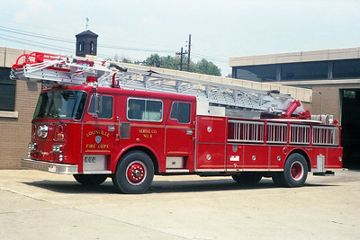 LOUISVILLE FD KY   AERIAL 8  SEAGRAVE   100'