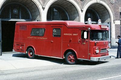 DETROIT FD  AMBULANCE 1  1968  GMC - GERSTENSLAGER