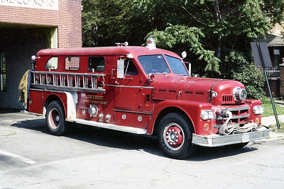 DETROIT FD  ENGINE 10  1965  SEAGRAVE 70th   1000-300   OFFICERS SIDE