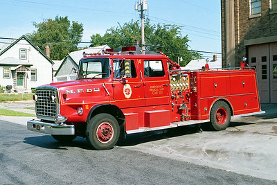 MINNEAPOLIS FD MN  ENGINE 14  1977  FORD L8000 - GENERAL SAFETY   1250-500