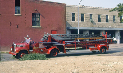 ST LOUIS FD  HOOK & LADDER 13  1958  MACK B - ALFCO   85' TDA    1977 IFBA CONVENTION