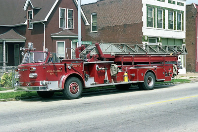 ST LOUIS FD  LADDER 11   1968  ALFCO 900   100' MIDSHIP
