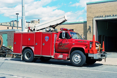 BUFFALO FD  COMMUNICATIONS   F-124  1986  GMC - E-ONE   PASSENGER SIDE