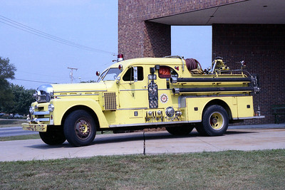 NASHVILLE FD  ENGINE 1  1963  SEAGRAVE 70th   1000-500  SIDE VIEW