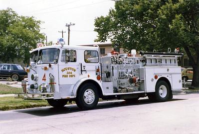 HOUSTON  ENGINE 204   SEAGRAVE  WHITE