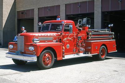 KENOSHA FD WI  ENGINE 1  1962 PIRSCH  1000-   81