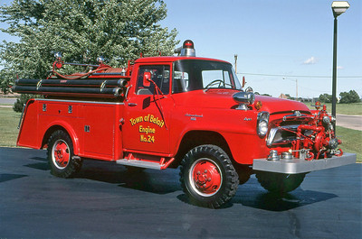 TOWN OF BELOIT FD WI  ENGINE 24  1958  IHC 4X4 - HORTONVILLE  500-300   OFFICERS SIDE
