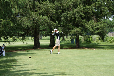 Mackenzie Hughes, amateur from Kent State, hits his tee shot on the par 4 4th at Springfield CC.