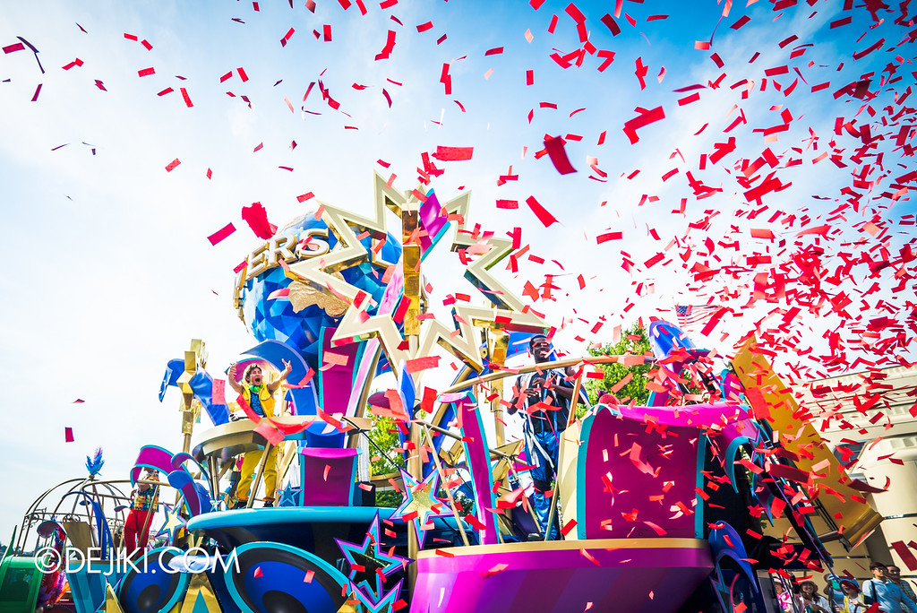 Universal Studios Japan - Universal REBORN Parade - confetti burst