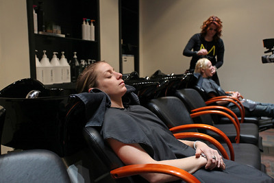 Hannah Kearney (l) and Shannon Bahrke (r) Paul Mitchell Experience at Raika Salon Photo: Sarah Ely/USSA