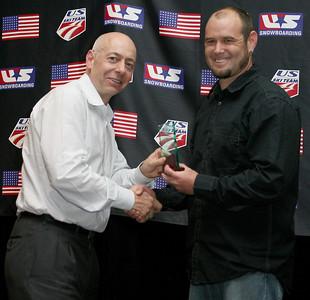 Dexter Paine presents Todd Schirman with the 2008 Freestyle International Coach of the Year Award. 2008 USSA Congress Awards Banquet Photo: Scott Sine