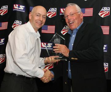 Dexter Paine presents Gary Black with the 2008 Julius Blengen Award. 2008 USSA Congress Awards Banquet Photo: Scott Sine