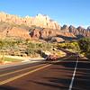 ザイオン国立公園手前からの写真でした。ラスベガスからドライブしていくと、とてもきれいな場所です。