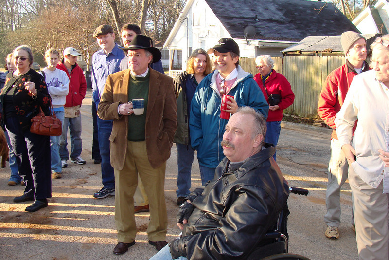 10 02-03 Homeowner Chuck Davis (foregroun)  ff