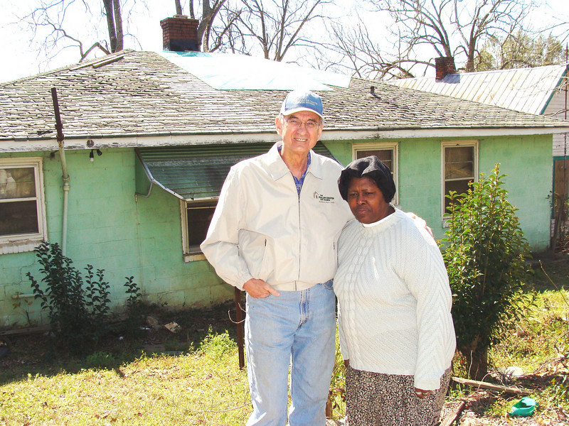 08 03-08 Millard with first Americus Greater Blessing homeowner Jacqualine Marshall. kl-b