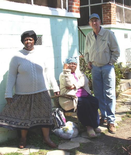 08 03-08 Jacqueline and Dorothy Marshall with Millard kl-b