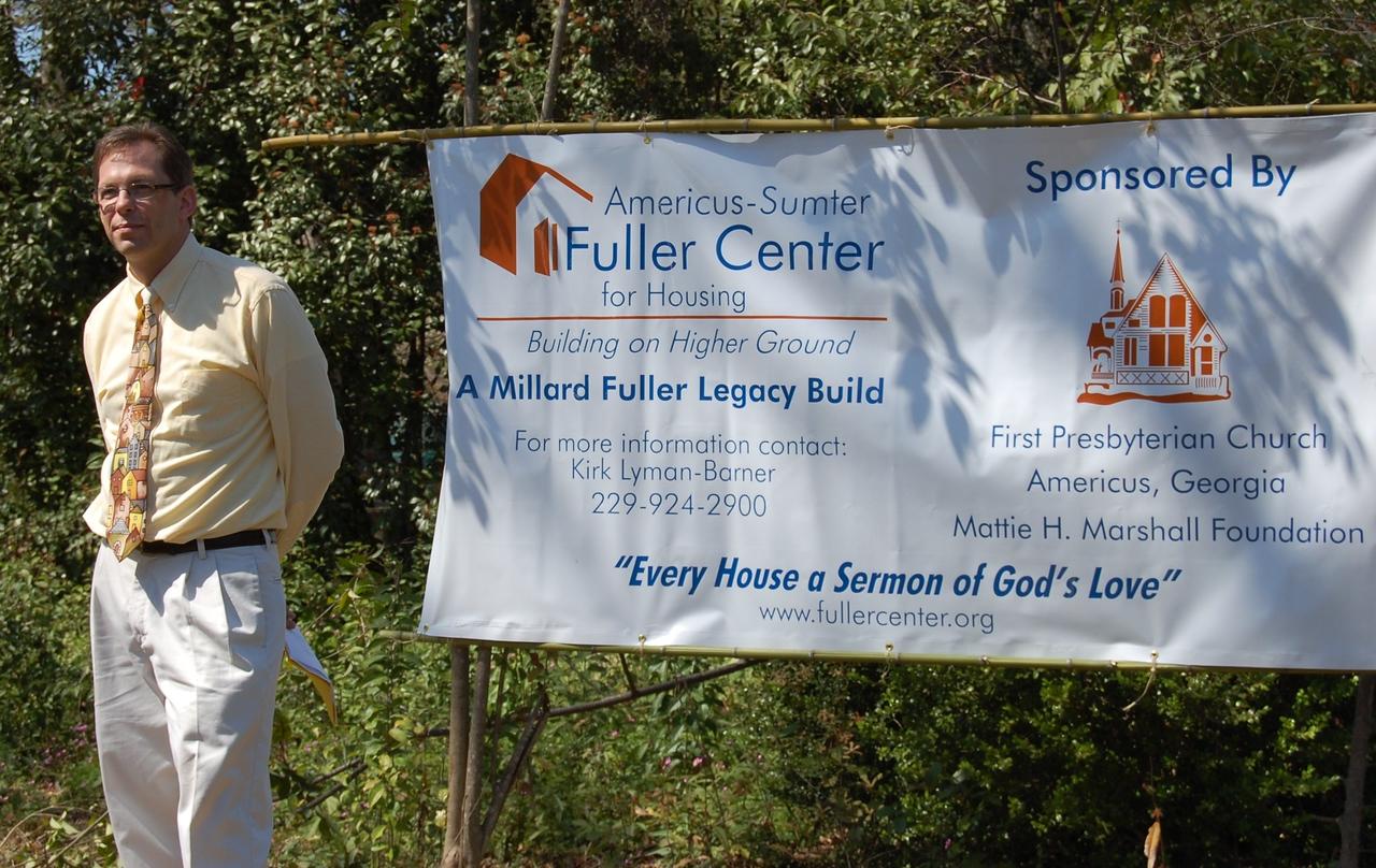 09 03-22 Kirk Lyman-Barner standing by sign where Chuck Davis house will be built.  kl-b