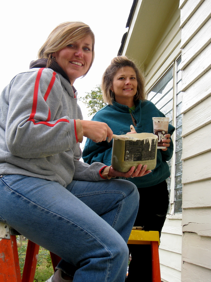 09 10-24 Cornerstone volunteers paint Julia Tyner's home as part of Faith in Action Sunday. ky