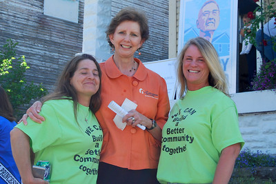 """10 05-14  Members of """"WE CAN"""" Neighborhood Association presenting Linda Fuller with gift check for Fuller Center. CL"""