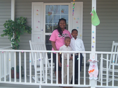 10 03   Homeowner Partner Latasha Billingsley with children Lavontge and KK.  kr
