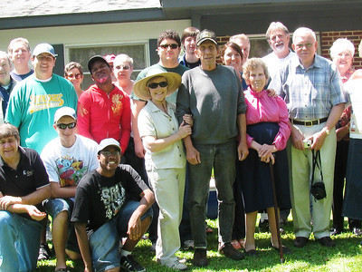 09 04-04 Ms. Mallory with Tallahassee Fuller Center group. bb